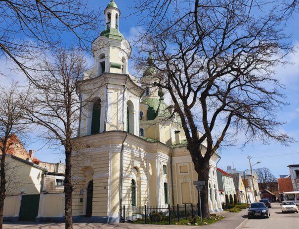 Parnu-Private-Tours-Katariina-kirik-eest
