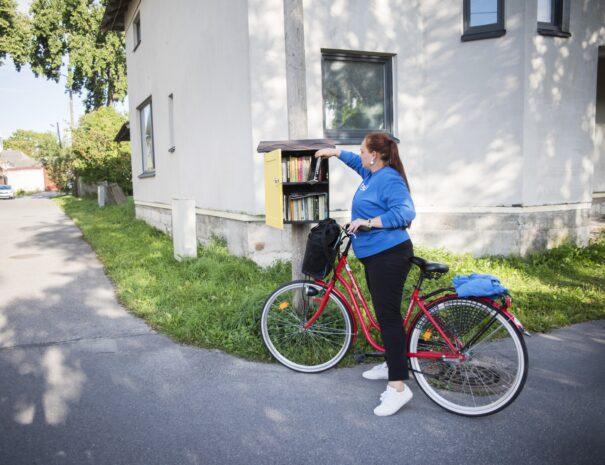 parnu-private-tours-jalgrattatuur-raamatukapp