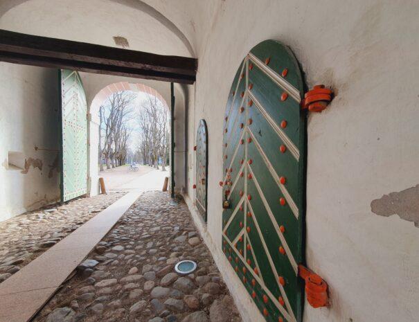 Parnu-Private-Tours-Tallinna-varav-abiuksed